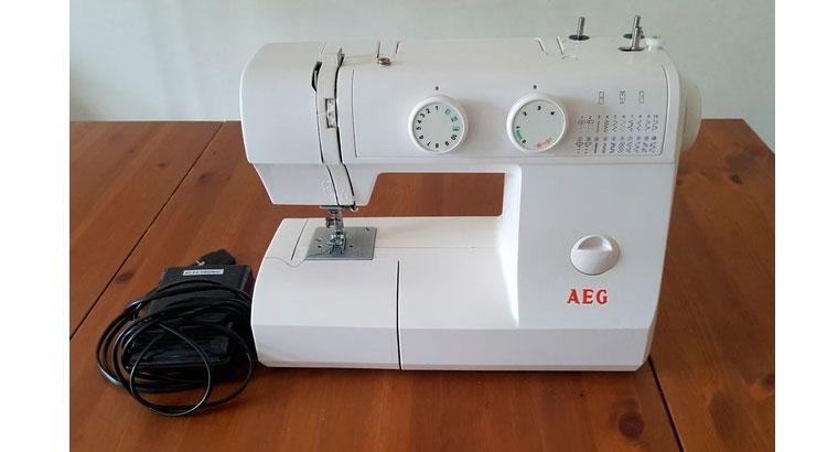 Máquina de coser AEG